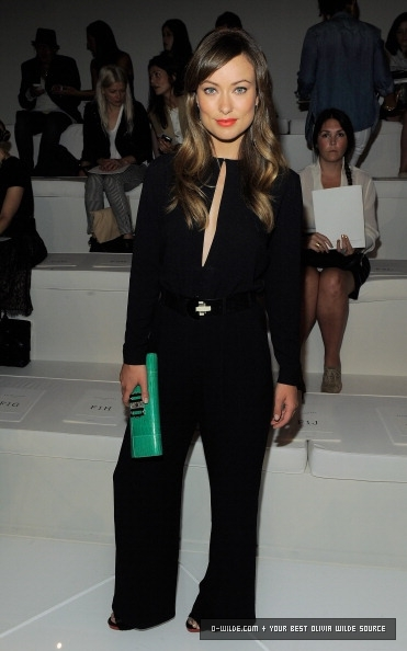 olivia-wilde-and-ralph-lauren-fall-2011-rtw-belted-keyhole-jumpsuit-gallery